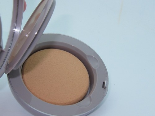 Laura Mercier Tinted Moisturizer Creme Compact Review & Swatches