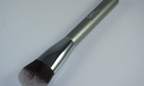 It Cosmetics Airbrush OMG! Foundation Brush Review